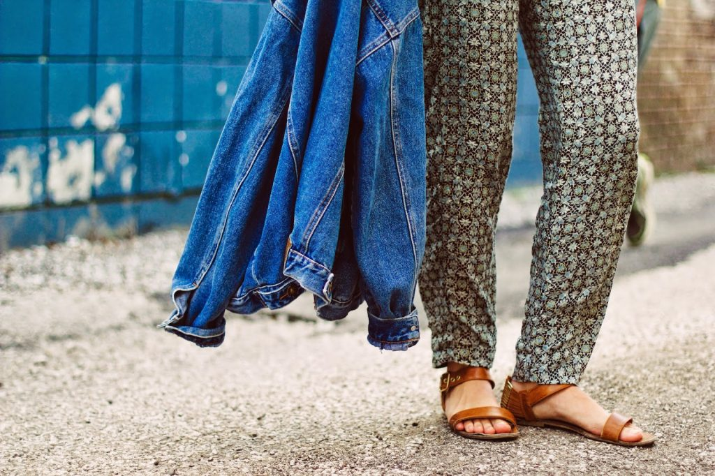 how to wear a jumpsuit, denim and jumpsuit, best midwest fashion blogger, mimosas and manhattan, free people jumpsuits, denim jackets, oversized denim jackets, indiana university style, indiana style, patterned jumpsuits, top knot bun, how to wear a top knot